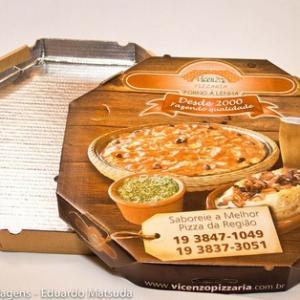 Caixa de pizza com papel alumínio